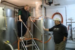 Salmon Creek's Larry Pratt (left) and brewer Tom Munoz