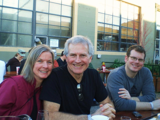 Cathy, Wes, and Tony De Ieso enjoy the sun at the BW+BB Fest '10.