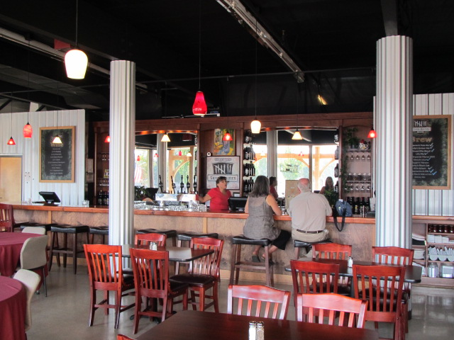 Seven Brides tasting room and restaurant in Silverton, OR