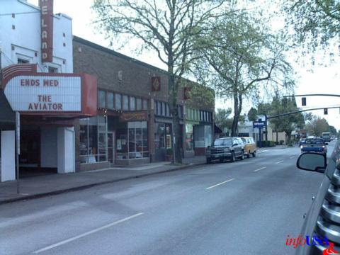 Laurelwood Brewing Co's new location adjacent to the Moreland Theatre in Sellwood (photo from http://www.merchantcircle.com)