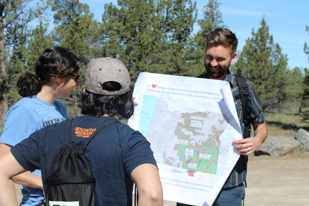 Eric Steen leading a BMBW Hike in Central Oregon (photo credit Deschutes)