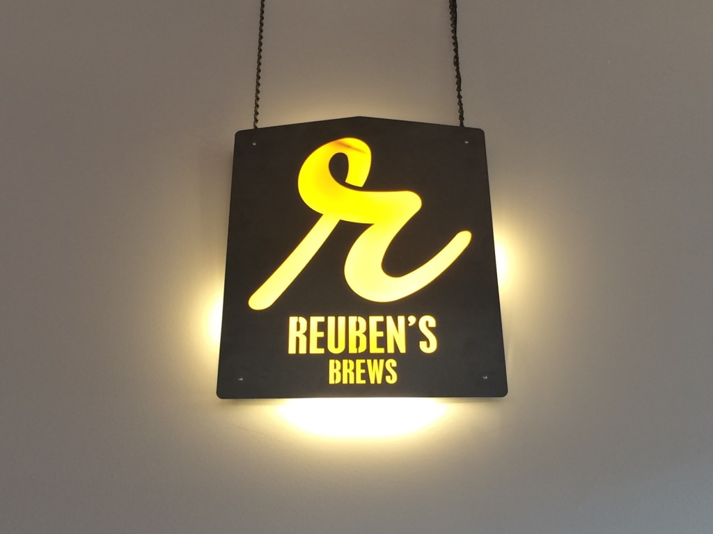 Reuben's Brews Sign