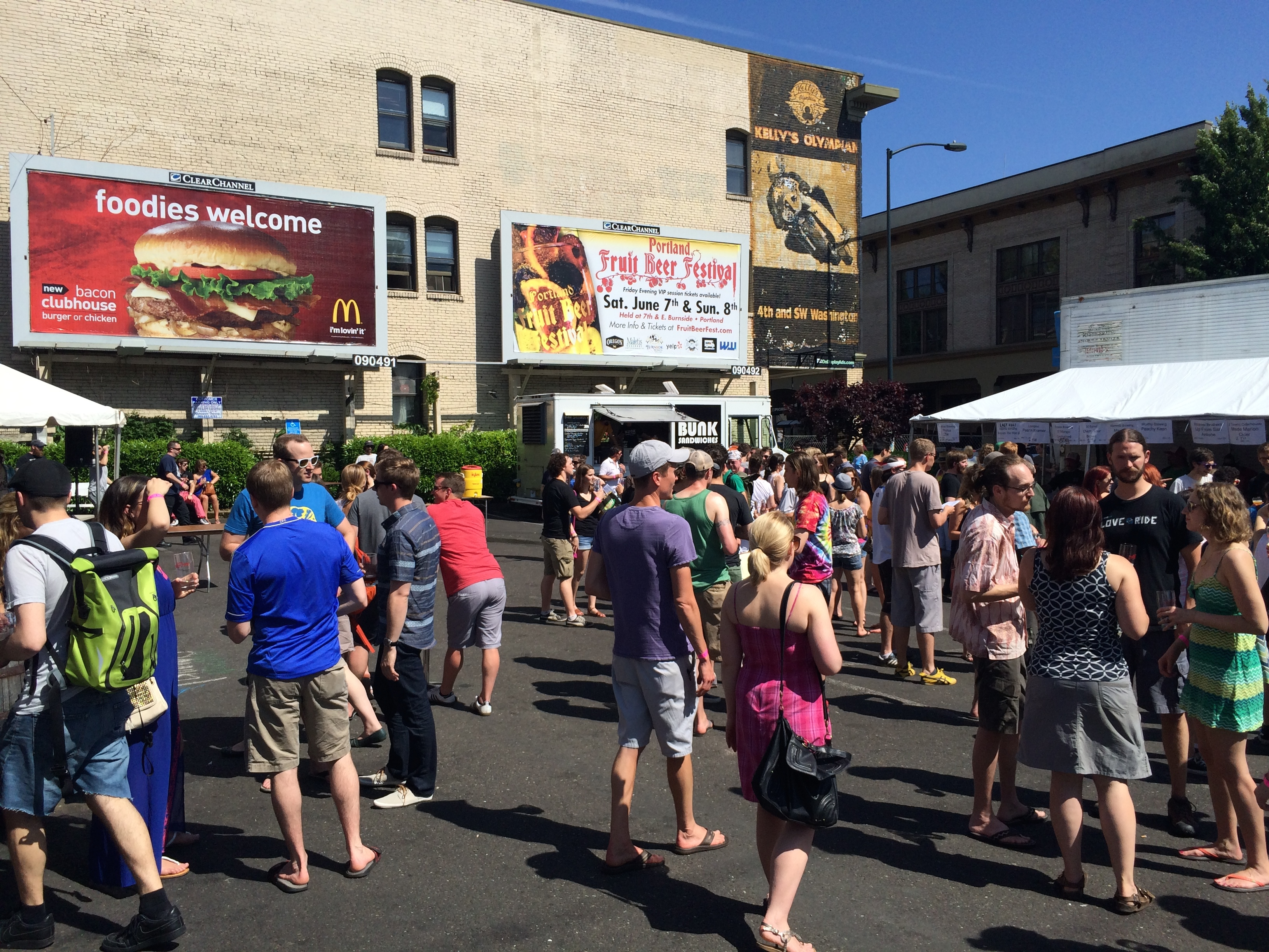 The Sunday Crowd at Portland Fruit Beer Fest PFBF