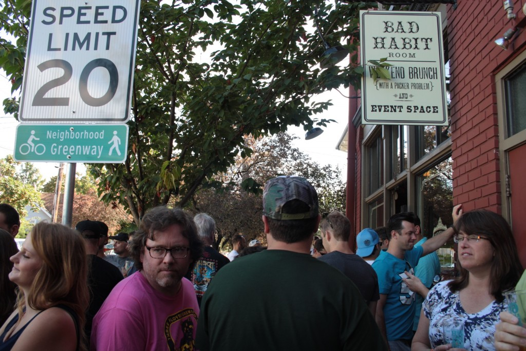 A packed Sidewalk at Saraveza IIPA Fest (photo by Ryan Spencer)