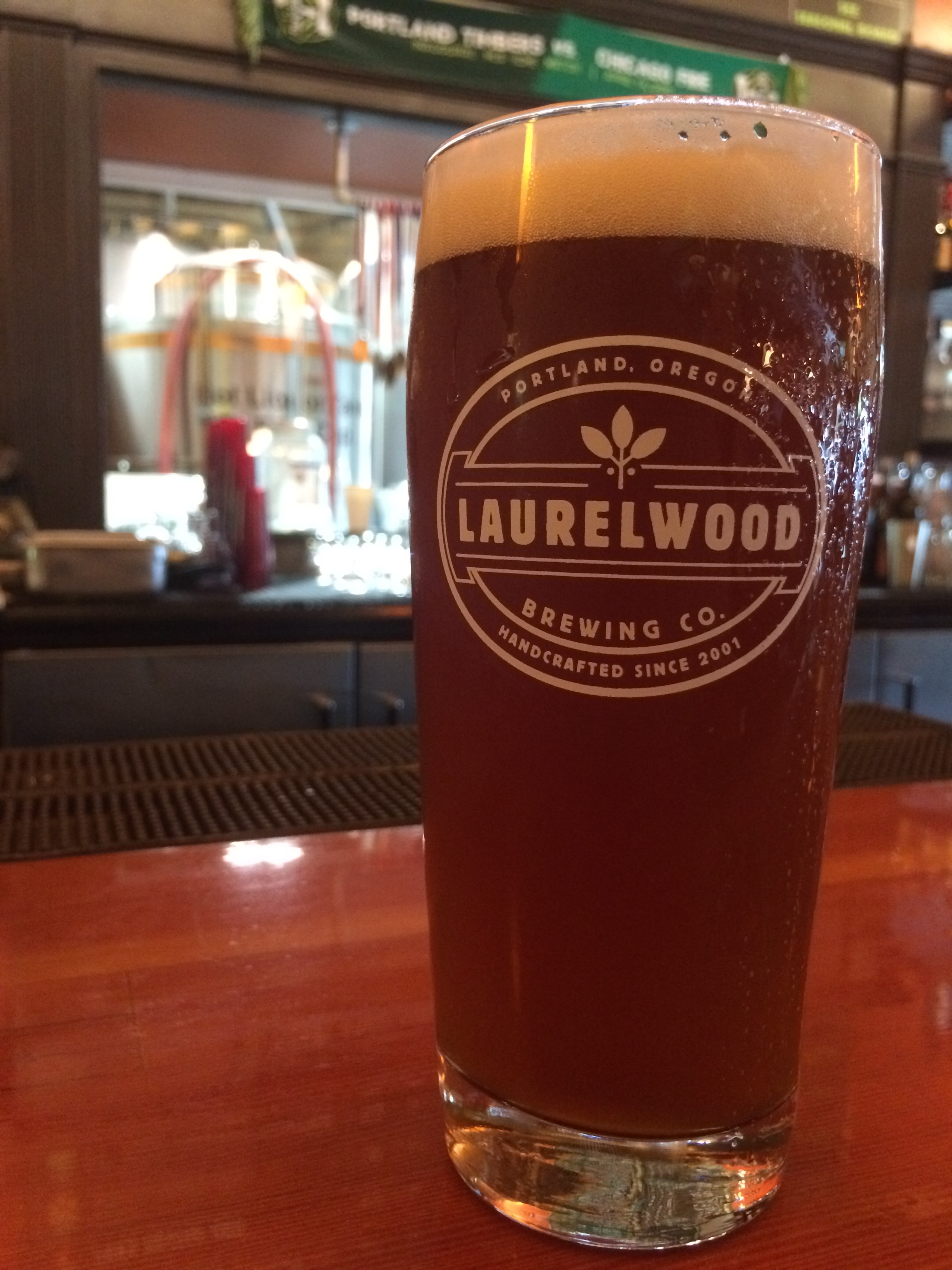 Laurelwood brewing embraces fresh hop season with six for Laurelwood