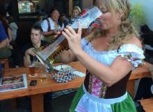 Steintoberfest Paunaner Girl Chug