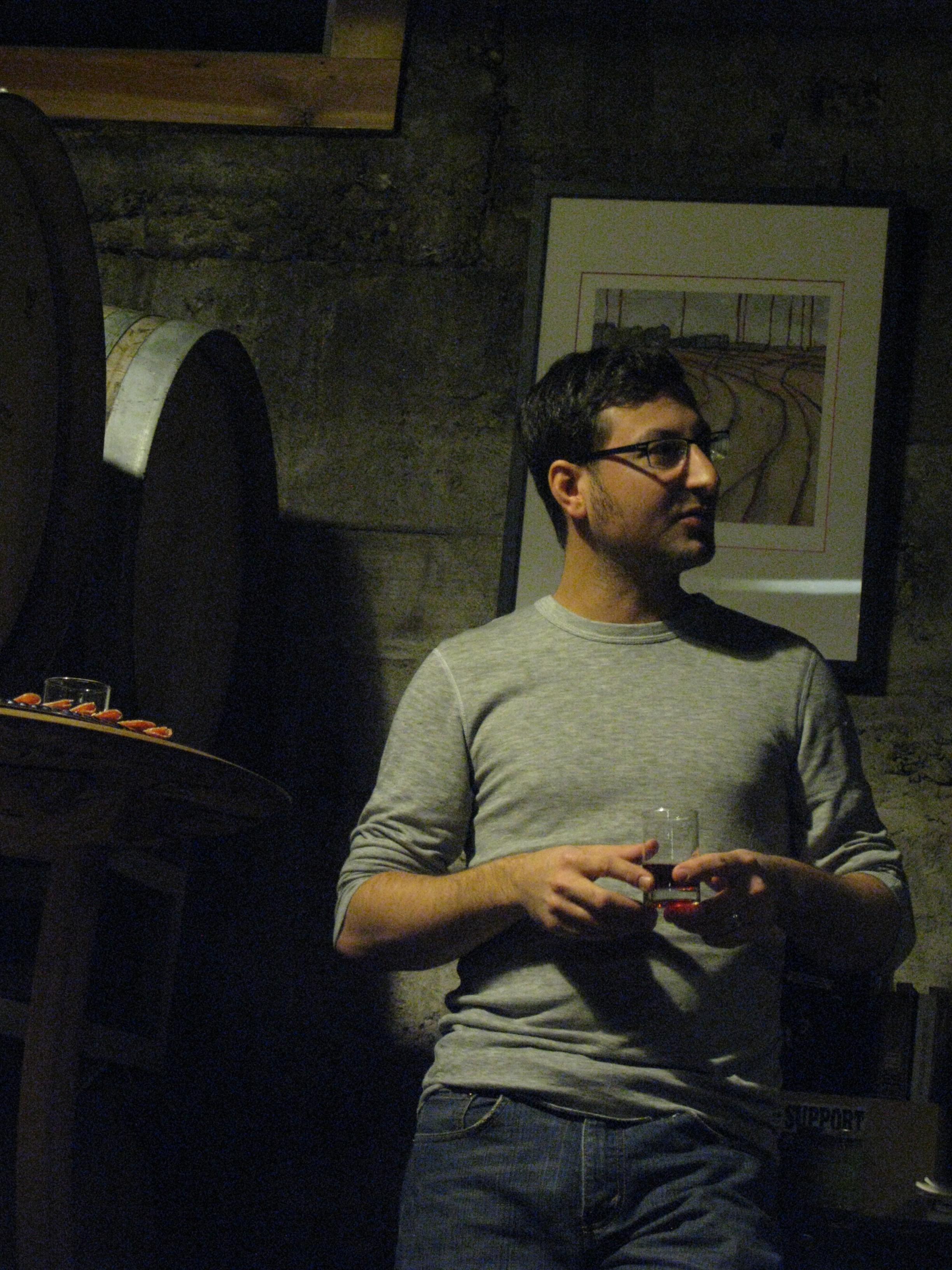Alex Ganum leading a tasting at Upright Brewing. (FoystonFoto)
