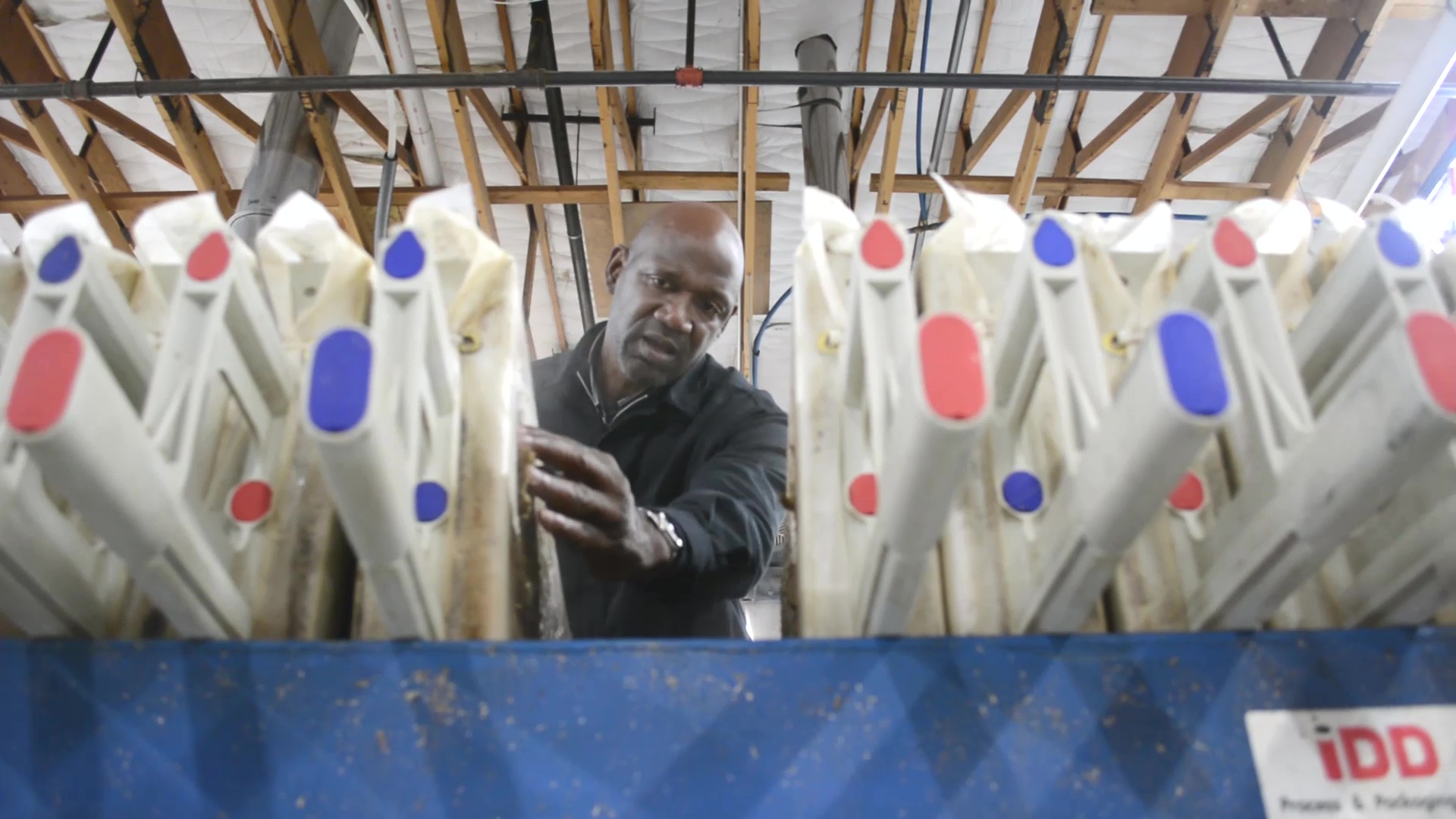 Terry Porter at the mash filter. (image courtesy of Gilgamesh Brewing)