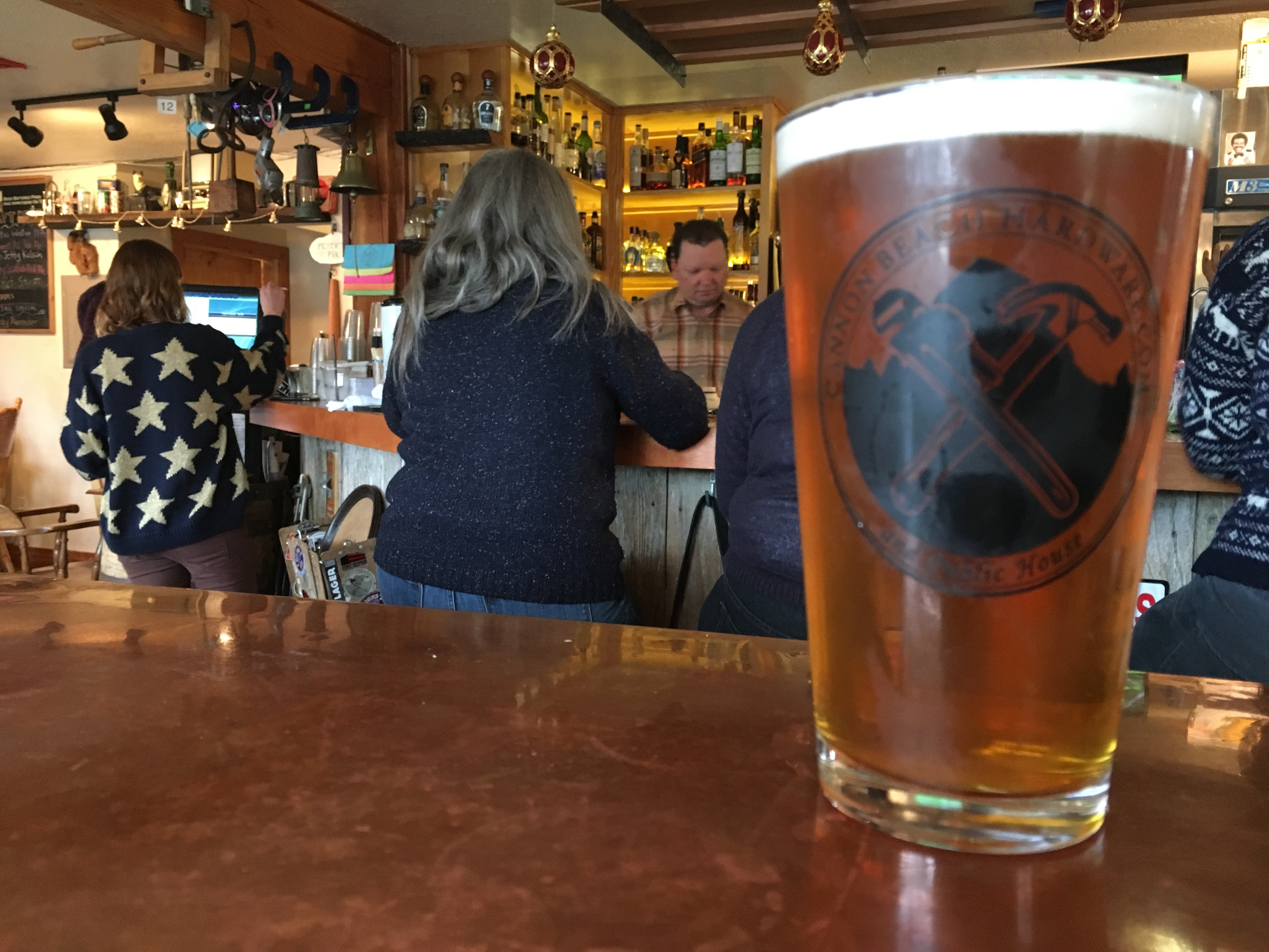 A pint at Cannon Beach Hardware & Public House