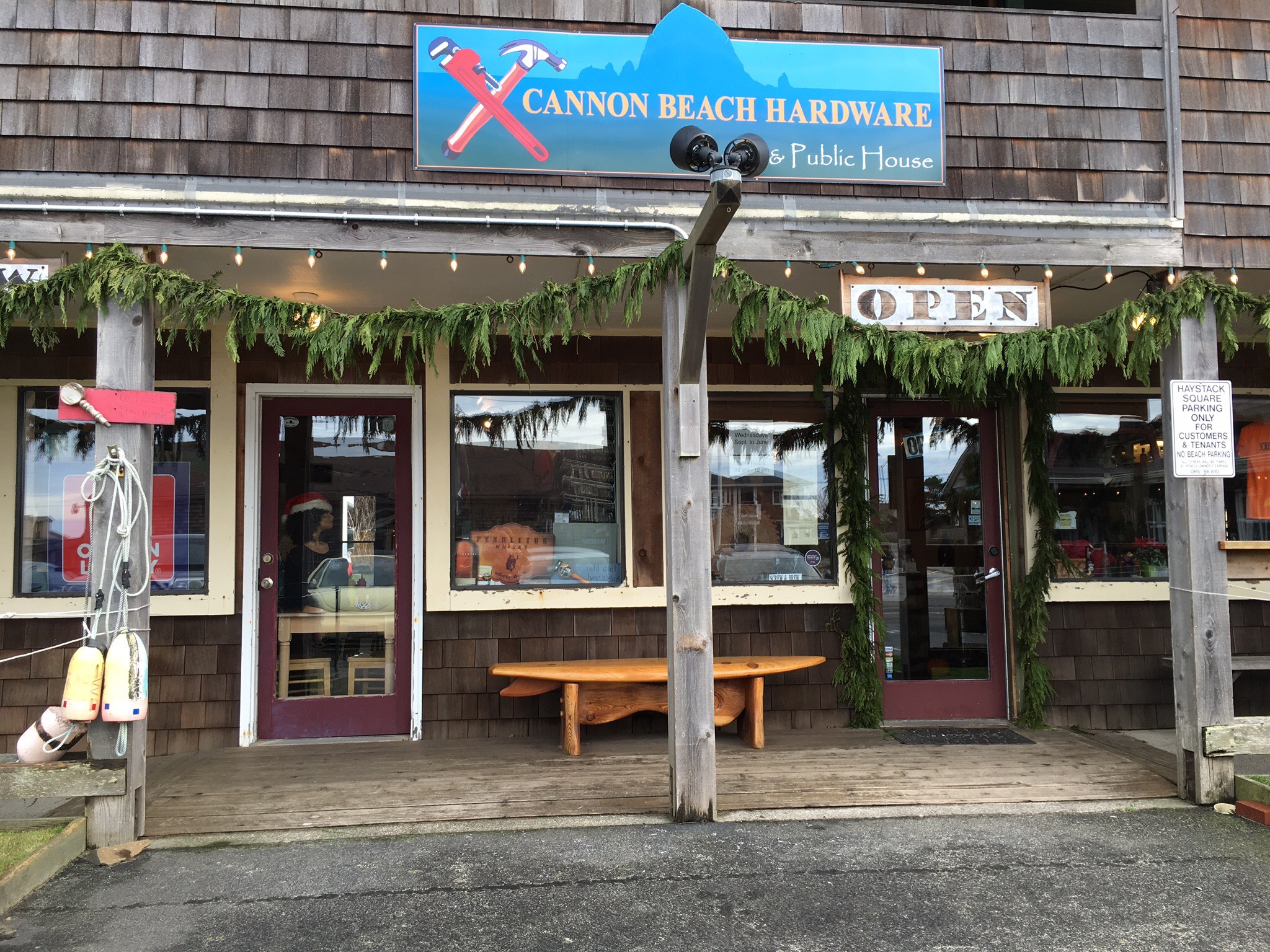 Cannon Beach Hardware & Public House (photo by Cat Stelzer)