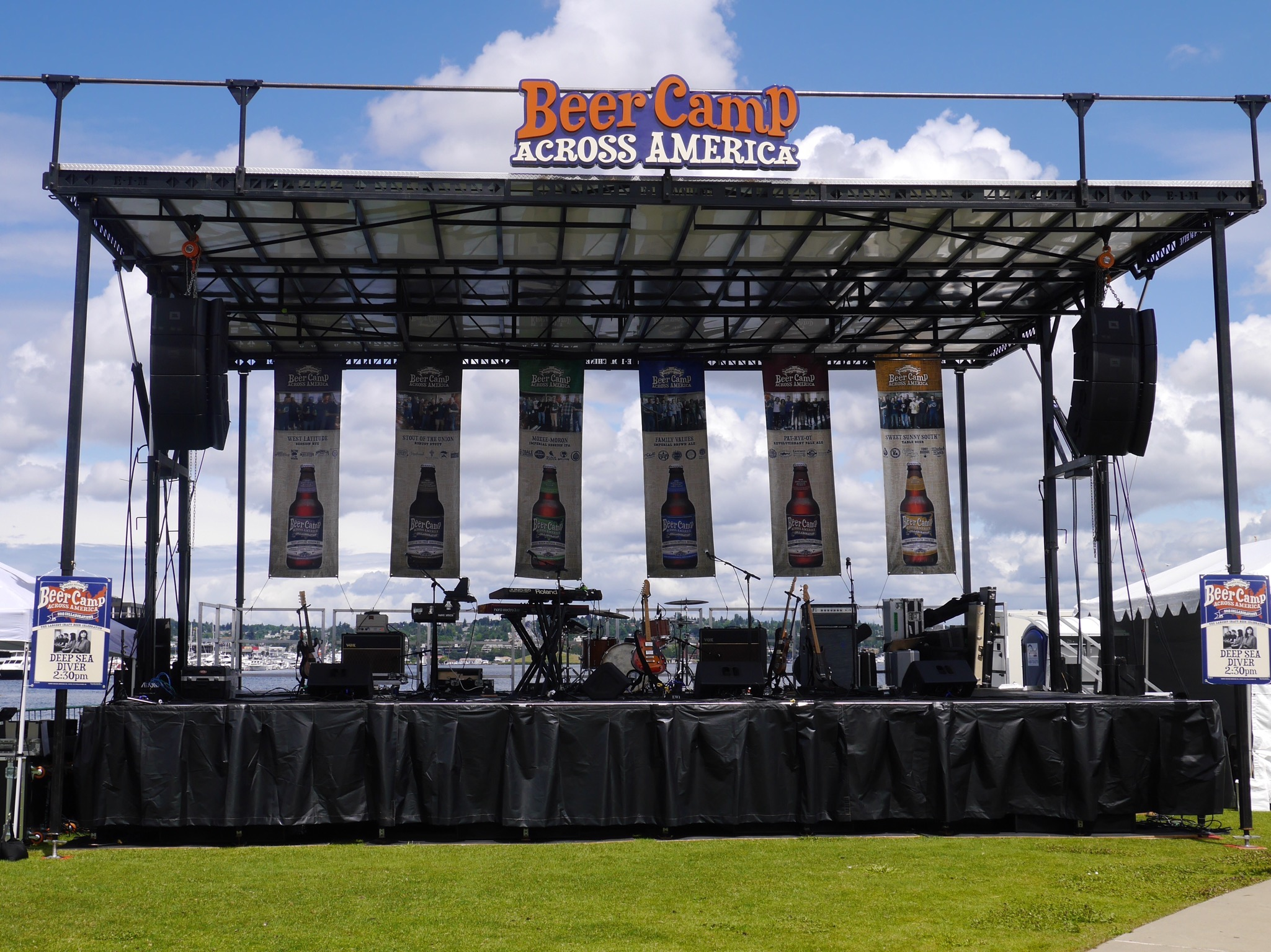 The main stage at Sierra Nevada Beer Camp Across America Festival in Seattle. (photo by Cat Stelzer)