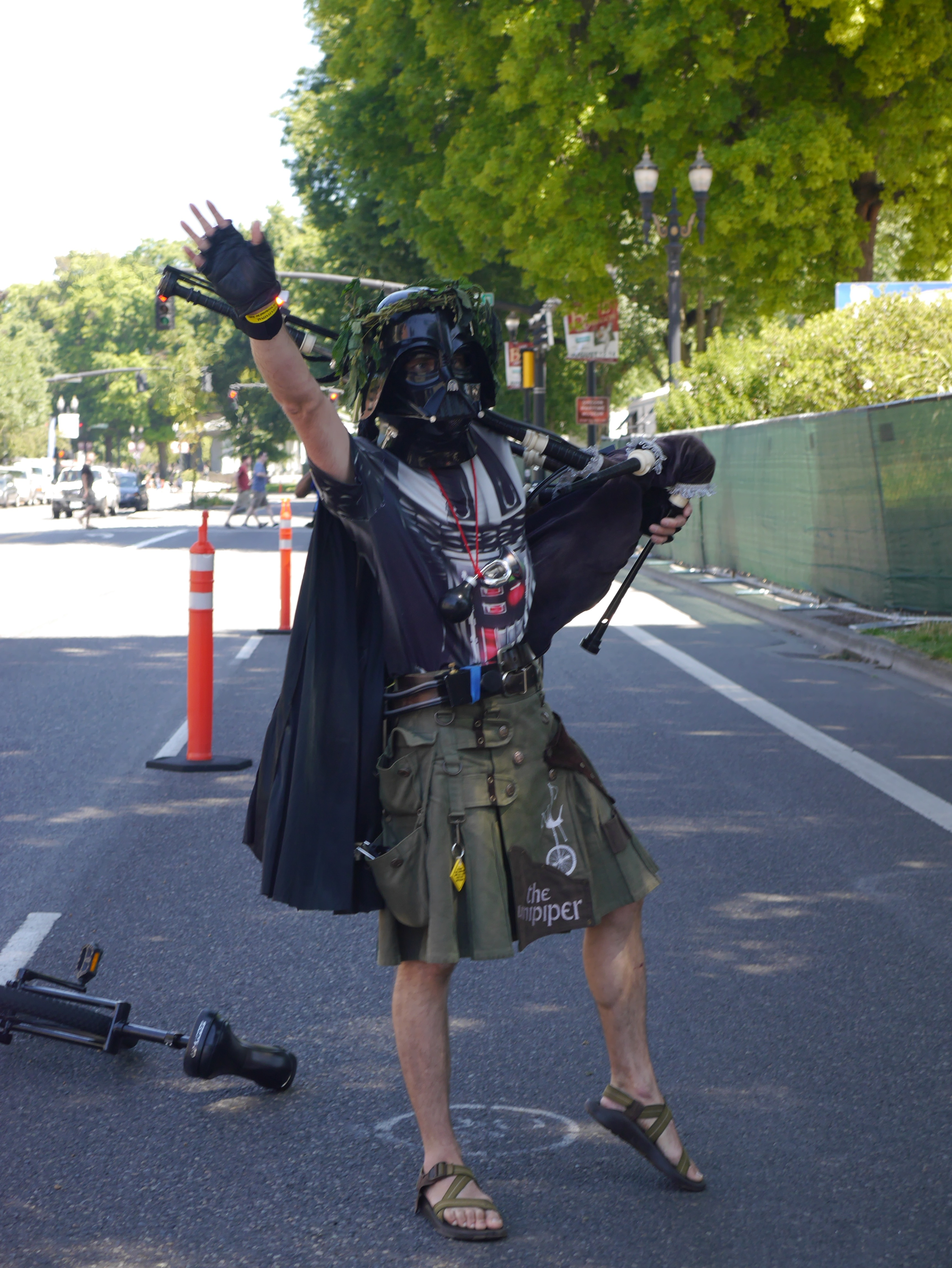 The Unipiper along the Oregon Brewers Festival Parade route. (photo by Cat Stelzer)