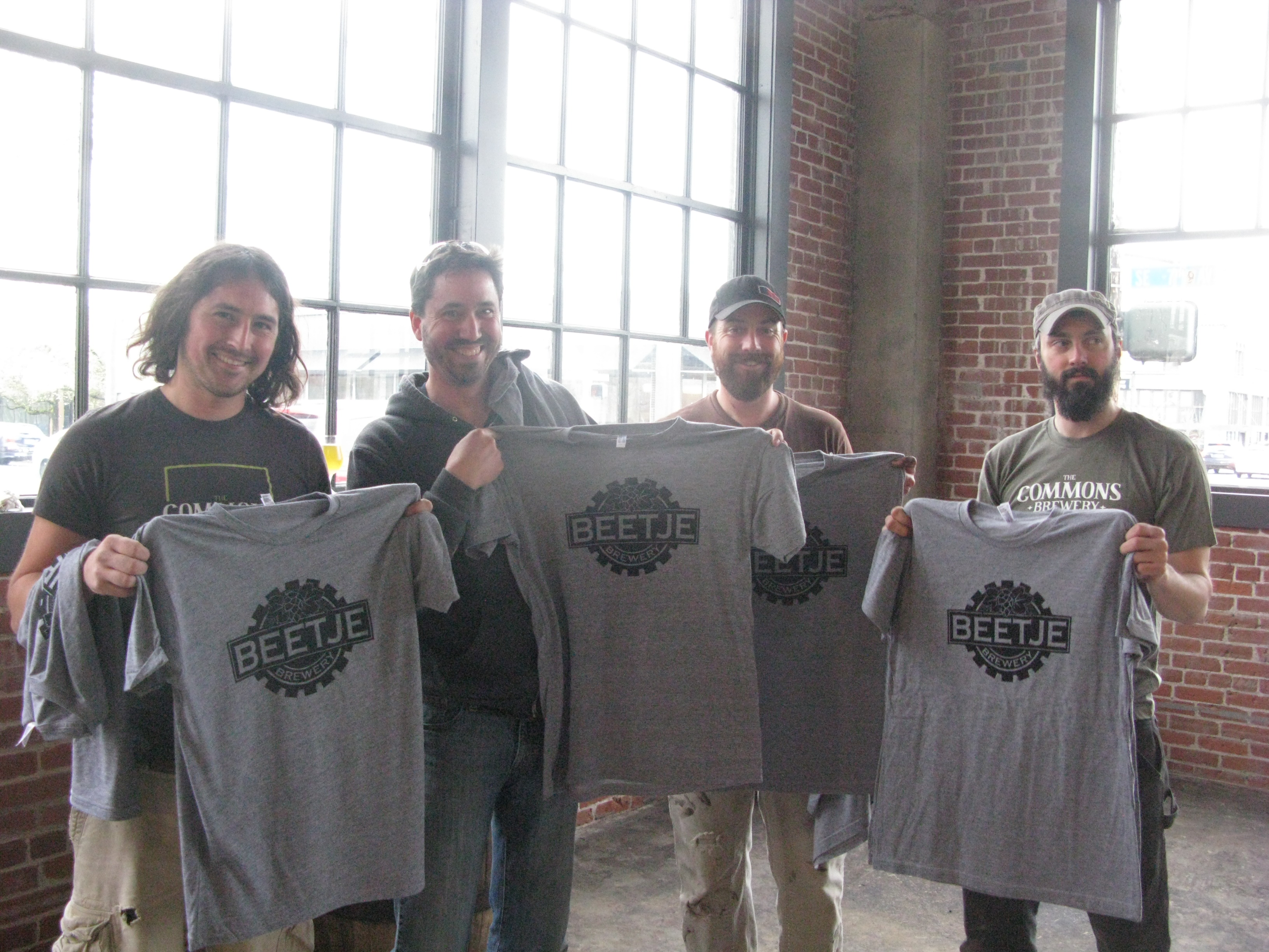 Travis, Mike, Sean, and Sam of The Commons Brewery receive Beetje shirts. (FoystonFoto)