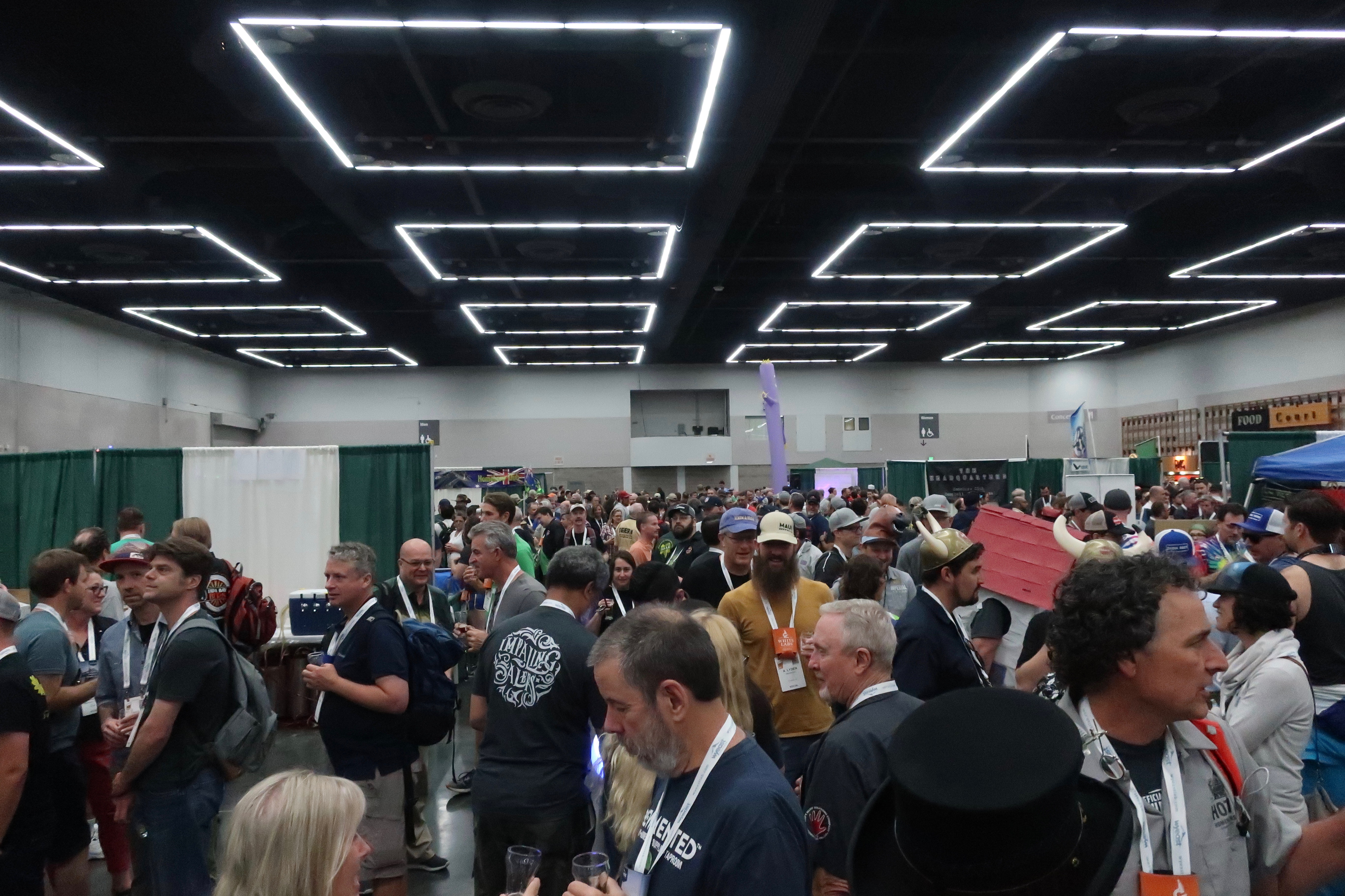 The crowd during Club Night at Homebrew Con 2018.