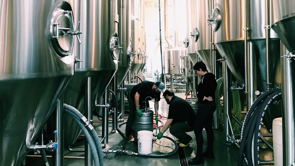 image of brewing the pFriem + Wayfinder Beer Landbier Hell courtesy of pFriem Family Brewers