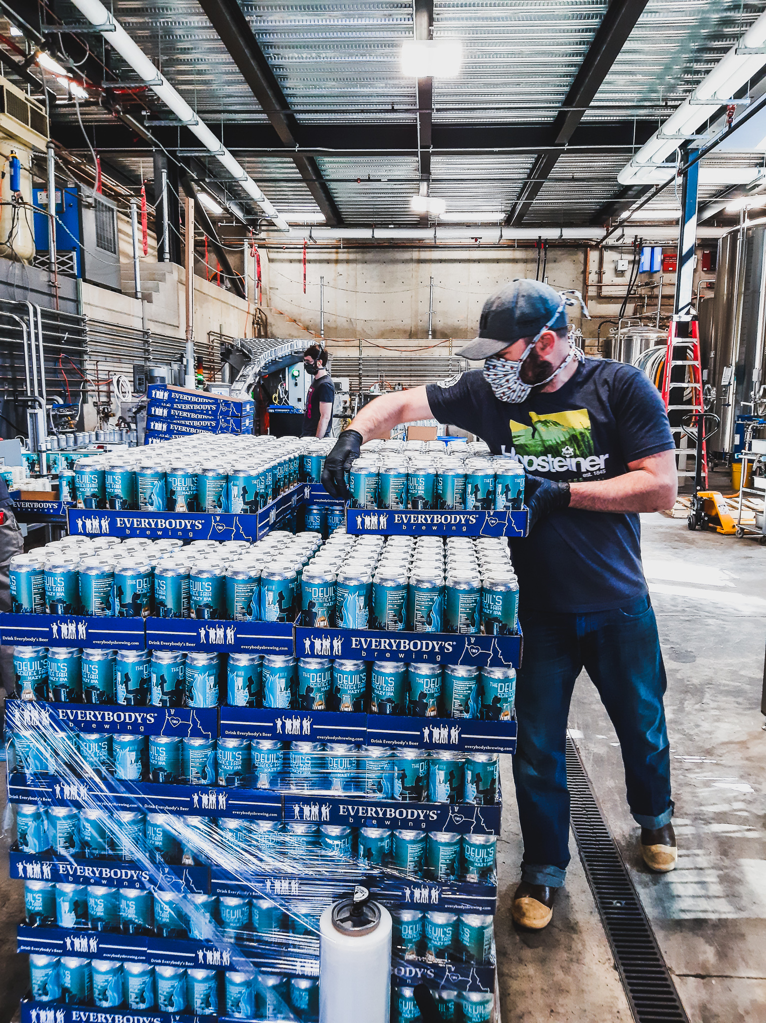 image of Cellar Operator Zac Dyer stacking pallet of The Devil's Science Fair cans courtesy of Everybody's Brewing.