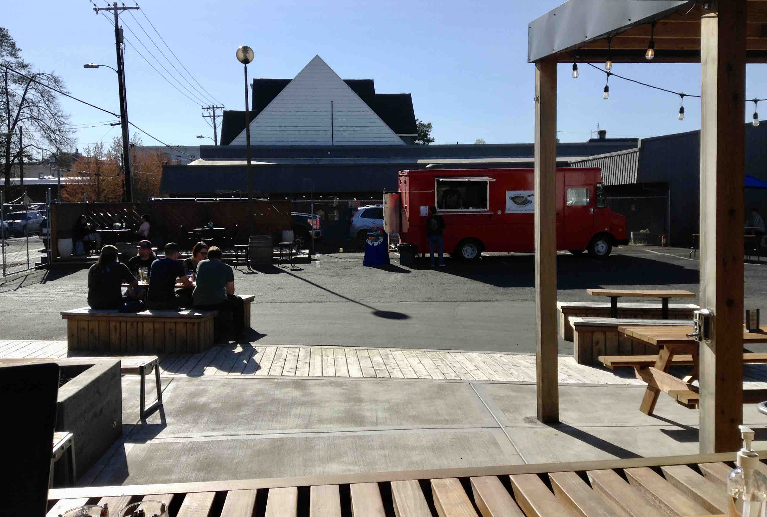 A view of the outdoor patio with a food truck at ForeLand Beer. (photo by Jessica Wilmes)